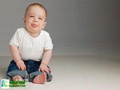<b>怎样防止新生儿吐奶 吐奶和溢奶的区别</b>