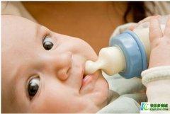 <b>新生儿到底应该喂多少奶?</b>